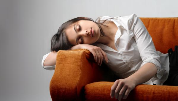 img-woman-on-sofa