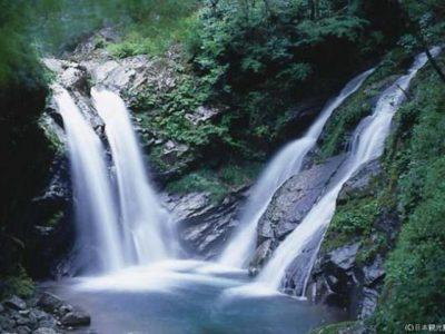 竜ケ岩の滝