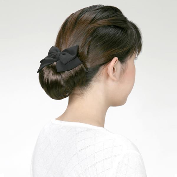 お通夜の髪型、シニヨンの女性ヘアアレンジ、簡単編み込みで上品なヘアスタイルに お葬式