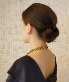 お通夜の髪型、ミディアムの女性ヘアアレンジ