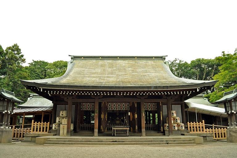 Front_shrine_of_the_Hikawa_shrine