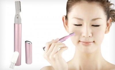 女性の顔の産毛処理